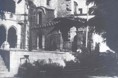 Claustre gotic i porta romaica finals XIX