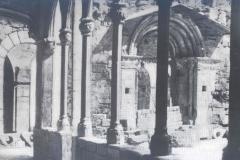 Claustre gotic i porta romanica finals XIX B